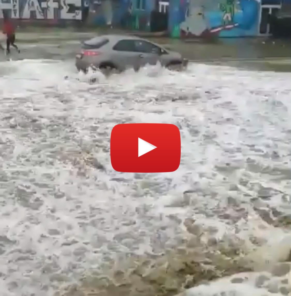 Meteo Cronaca diretta video: Ravenna, onda impressionante invade il lungomare e le auto - iLMeteo.it