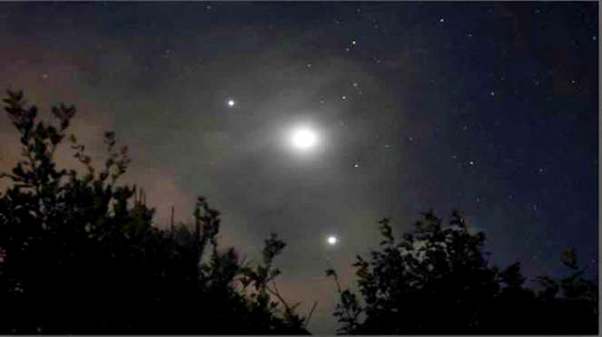 Domenica dalle 22.30, spettacolare congiunzione di Giove, Saturno e luna piena