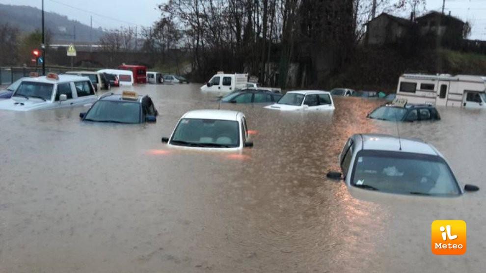 Alluvione in Piemonte, esonda il fiume Tanaro, nei pressi di Ceva