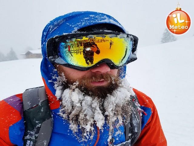 Gli effetti del gelo sulla barba di questo sciatore