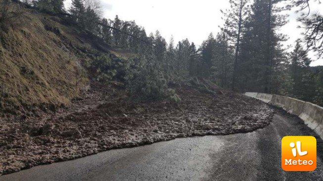 Colata di fango su una strada dell'Idaho