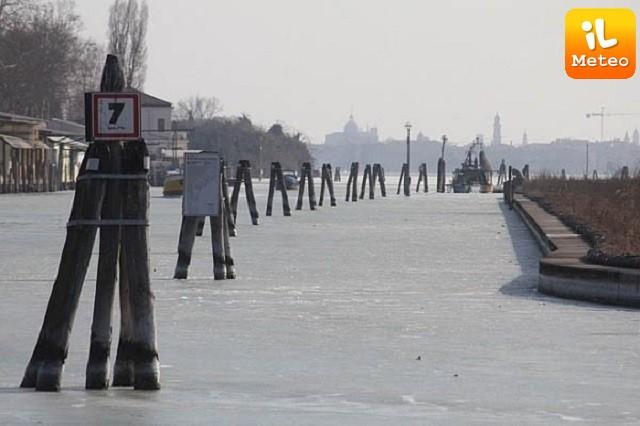 Laguna ghiacciata, un'immagine suggestiva