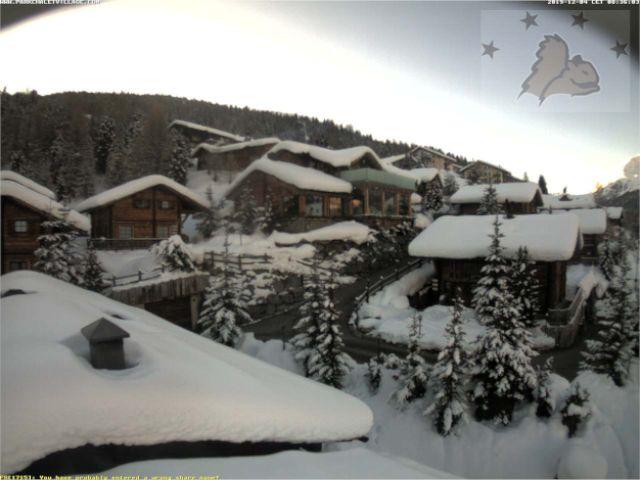 Il fiabesco paese di Livigno (SO) in diretta dalla webcam, anche qui davvero tanta neve