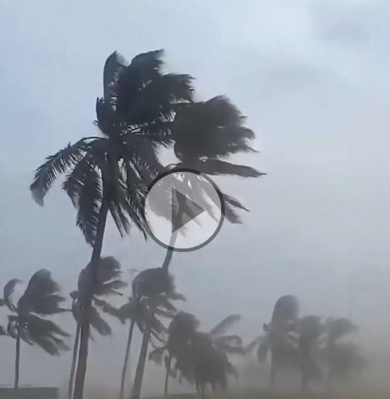 Forti venti e piogge torrenziali si sono abbattuti sull'Oman