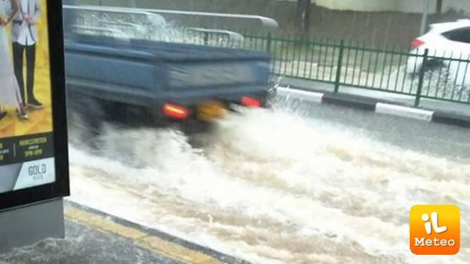 Tanta pioggia sulla capitale della repubblica di Singapore