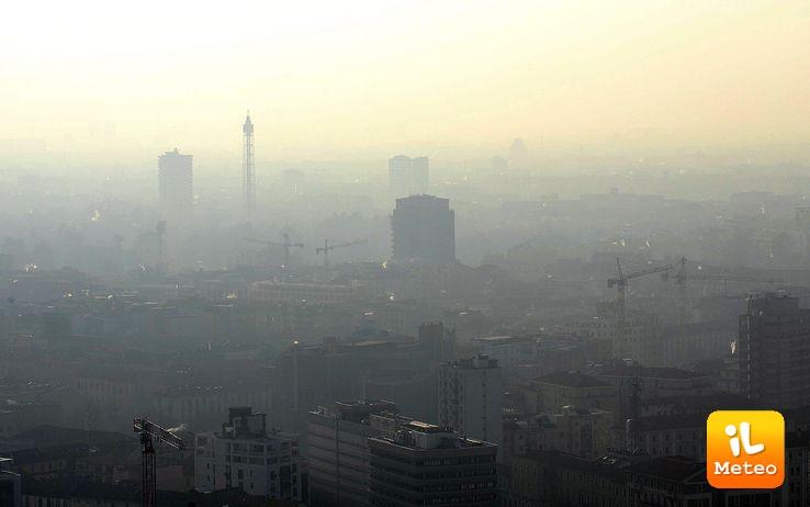 Milano avvolta dallo Smog, provvedimenti in vista per limitare la concentrazione di PM10