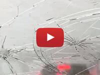 Meteo CRONACA: AUTO Distrutta in DIRETTA dalla GRANDINE sull'A1, gli ATTIMI di PANICO tra Parma e Piacenza. VIDEO