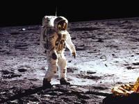Un'immagine di una passeggiata sulla Luna durante la missione Apollo 11 (fonte archivio NASA)