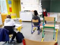 CORONAVIRUS: SCUOLA, LINEE GUIDA pronte, ma adesso è REBUS sul RITORNO in CLASSE. Ecco perché