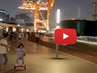CINA: all'improvviso la NAVE si schianta contro il MOLO pieno di GENTE. Il VIDEO