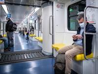 CORONAVIRUS: PARLARE su TRENI, BUS e METRO aumenta il rischio di CONTAGIO? Il caso di MONACO (GERMANIA)