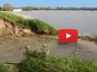 Meteo Cronaca Diretta Video: EMILIA, Ecco il Momento in cui il Fiume IDICE Rompe gli Argini