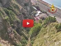 TAORMINA: perde il controllo dello SCOOTER e precipita nel BURRONE. Il VIDEO