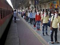 CORONAVIRUS: CONTAGI in crollo anche SENZA VACCINAZIONE di massa! Lo STRANO CASO dell'INDIA, parlano gli ESPERTI