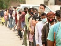 COVID: INDIA, perché i CONTAGI sono CROLLATI nel giro di POCHE SETTIMANE? Tutte le IPOTESI