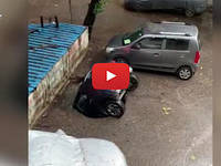 Meteo Cronaca DIRETTA: INDIA, VORAGINE INGHIOTTE un'Automobile a MUMBAI. Il VIDEO diventa VIRALE