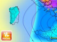 Meteo: MALTEMPO col ciclone  al Centro-Sud, VENTO forte, pioggia e NEVE [MAPPE]