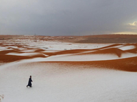 METEO e CLIMA impazziti: neve nel deserto, Arabia Saudita imbiancata! {VIDEO}