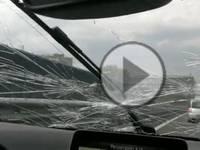 Meteo Diretta Video: MODENA, parabrezza distrutto dalla GRANDINE. Ecco le SPAVENTOSE IMMAGINI