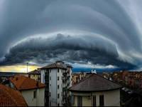 Meteo: PROSSIME ORE, IMMINENTI nubi MISTERIOSE e MOSTRUOSE. Cosa sono e le FORTI CONSEGUENZE entro STASERA