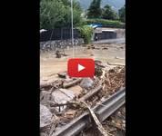 Meteo Cronaca DIRETTA: Lombardia, Piogge Torrenziali, ENORME Frana Travolge Tutto a Chiavenna (SO). Il VIDEO