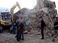 Terremoto, FORTISSIMA scossa DEVASTA il centro ITALIA. Almeno 60 VITTIME e numerosi DISPERSI [VIDEO]