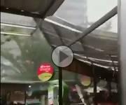 Meteo cronaca DIRETTA VIDEO: Indonesia, pauroso tornado a Giacarta semina il panico tra la gente