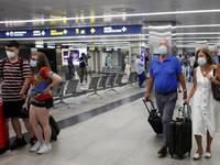 COVID e VACANZE all'ESTERO: SPAGNA, GRECIA e CROAZIA, tutte le NUOVE REGOLE per spostarsi in EUROPA